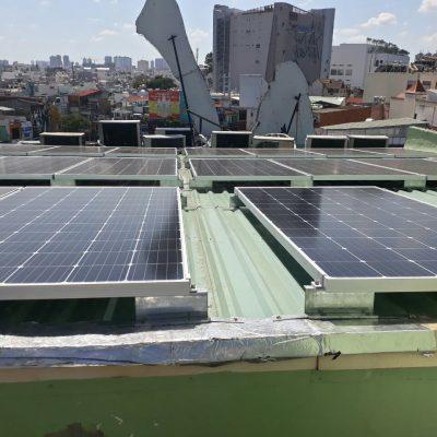 Hệ thống điện mặt trời hòa lưới 11.2 kWp tại KARAOKE NNICE Cộng Hòa